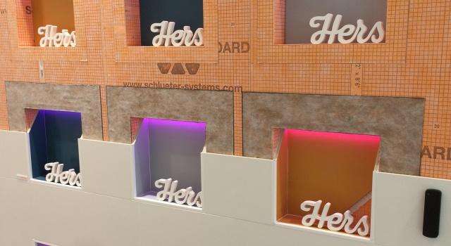 Schlüter-KERDI-BOARD-NLT mit Licht in verschiedenen Farben
