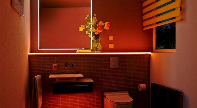 Warmes LED-Licht im Bad
